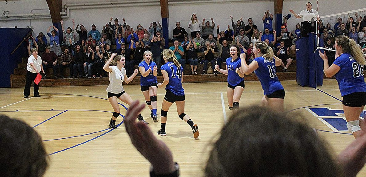 Alsea girls playing Volleyball